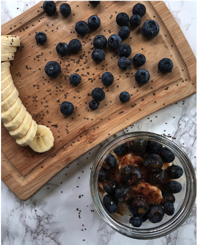 Mmm, overnight oats! A simple, fast, and healthy way to make breakfast on the go.